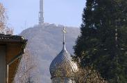 Кубето на храм Св. апостол Лука на фона на кулата